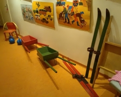 Lasteaiateemaline vanade asjade näitus